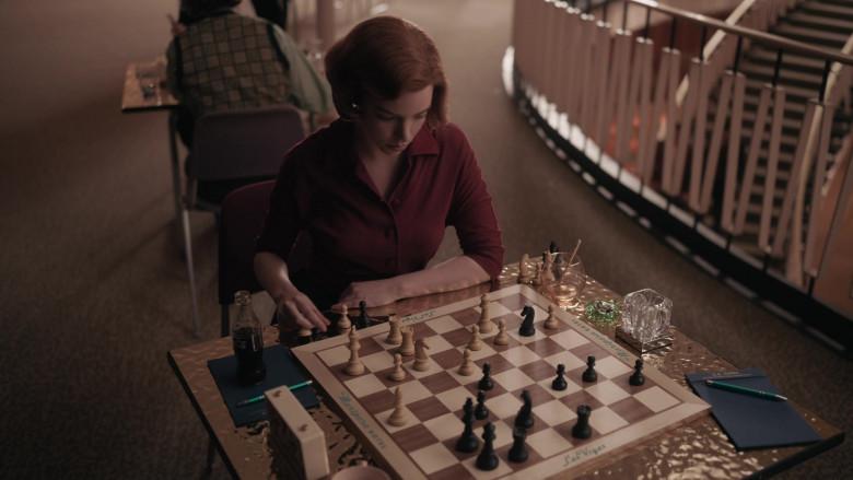 Coca-Cola Soda Bottle of Anya Taylor-Joy as Beth Harmon in The Queen's Gambit Episode 3 (4)
