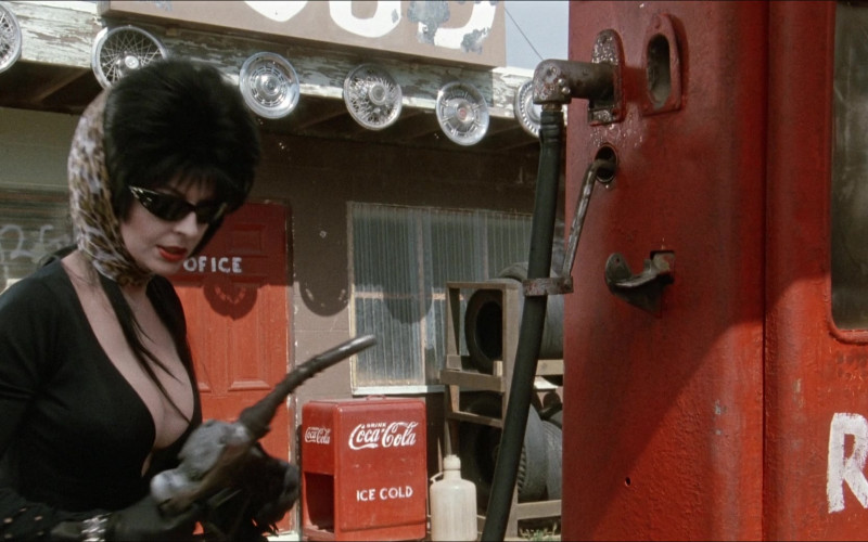 Coca-Cola Vintage Refrigerator in Elvira Mistress of the Dark (1988)