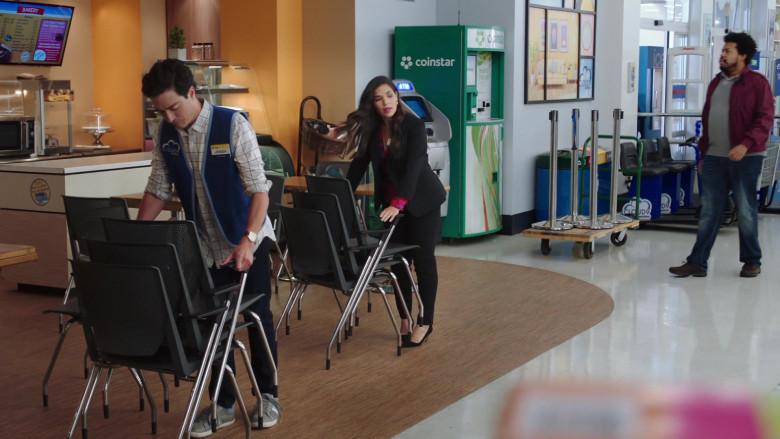Coinstar Machine in Superstore S06E01 Essential (2020)