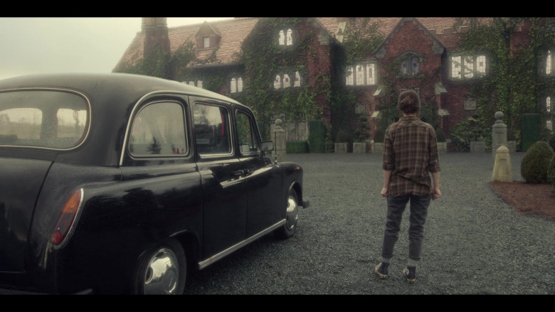 Converse High Top Shoes of Actress Amelia Eve as Jamie in The Haunting of Bly Manor by Netflix