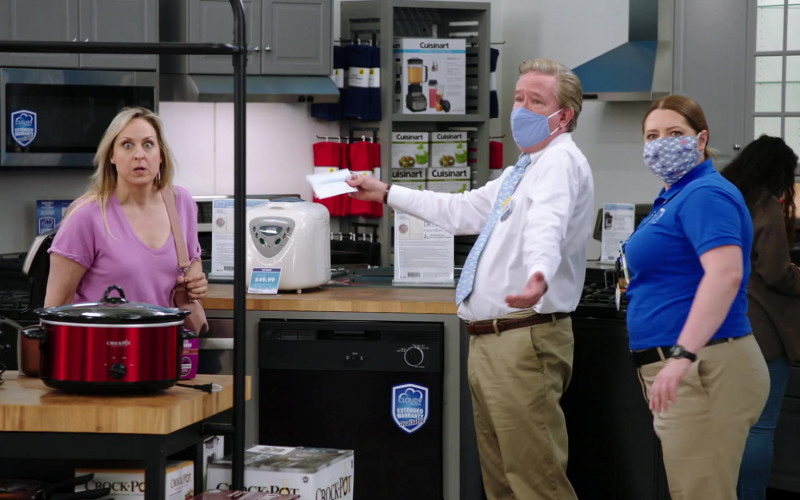 Crock-Pot and Cuisinart Kitchenware in Superstore S06E01 Essential (2020)