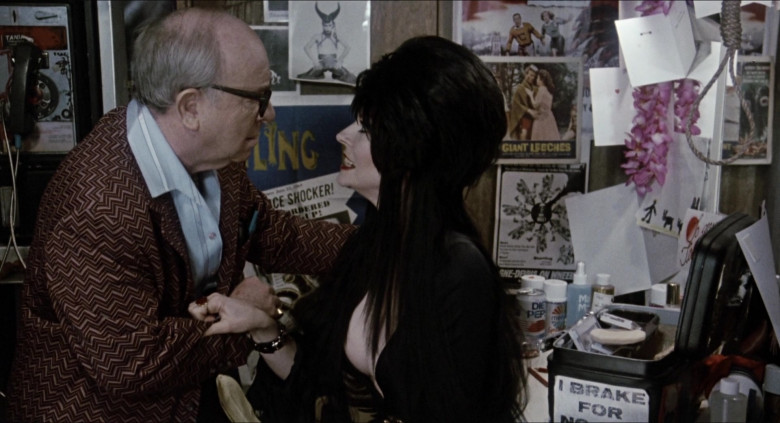Diet Pepsi Can of Cassandra Peterson as Elvira – Great-Aunt Morgana Talbot in Elvira Mistress of the Dark Movie (1)