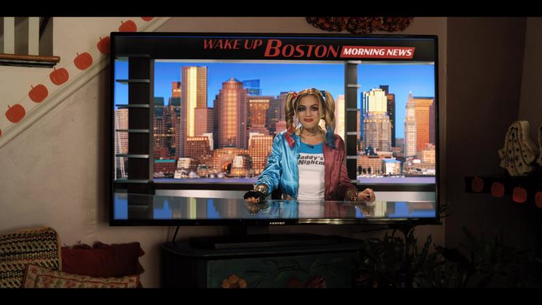 Element TV in Hubie Halloween (2)