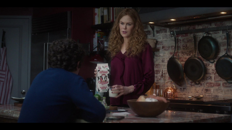 Farmland Organic Whole Milk Held by Nicole Kidman as Grace Fraser in The Undoing Episode 1 (2020)