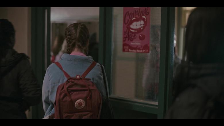 Fjallraven Kanken Classic Backpack of Lola Blackman as Rachel Finer in Grand Army S01E07