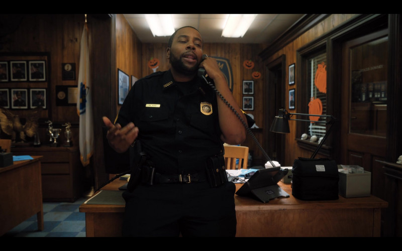 Fulton Bag Co. Lunch Bag and Cisco Telephone of Kenan Thompson as Officer Blake in Hubie Halloween (1)