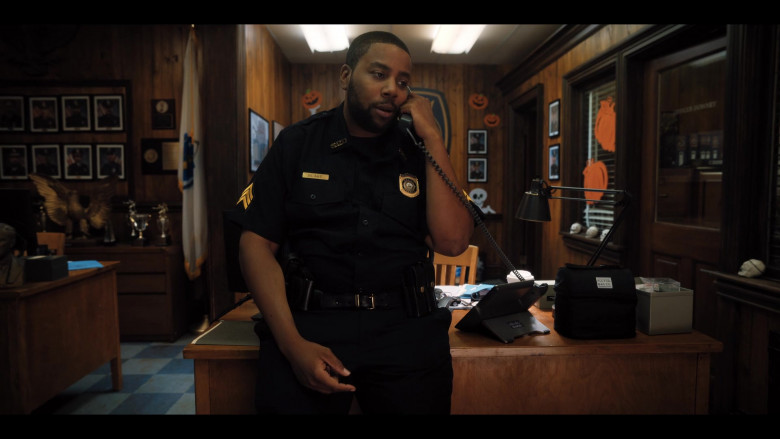 Fulton Bag Co. Lunch Bag and Cisco Telephone of Kenan Thompson as Officer Blake in Hubie Halloween (2)