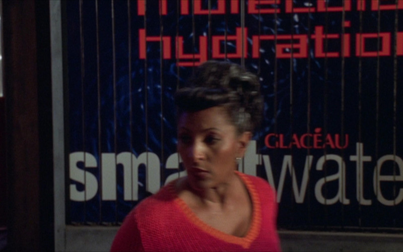 Glaceau Smartwater in The Adventures of Pluto Nash (2002)