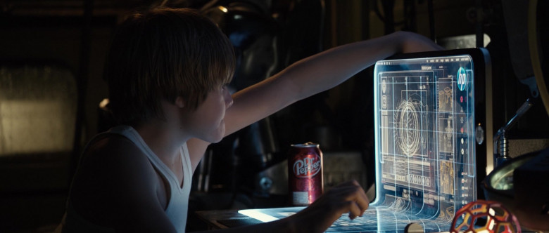 HP Future Laptop and Dr Pepper Drink in Real Steel