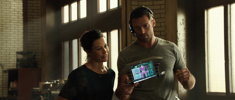 HP Futuristic Tablet PC of Hugh Jackman as Charlie Kenton in Real Steel (2)