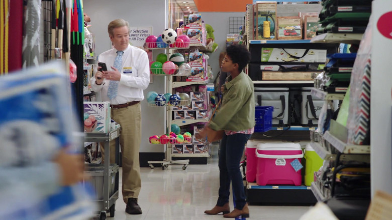 Igloo Cooler in Superstore S06E01 Essential (2020)