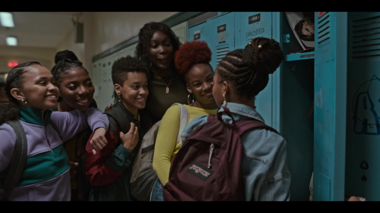 JanSport Backpack of Odley Jean as Dominique Pierre in Grand Army S01E09 (2)