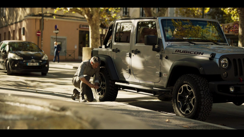 Jeep Wrangler Rubicon Car in Riviera S03E03 (2)