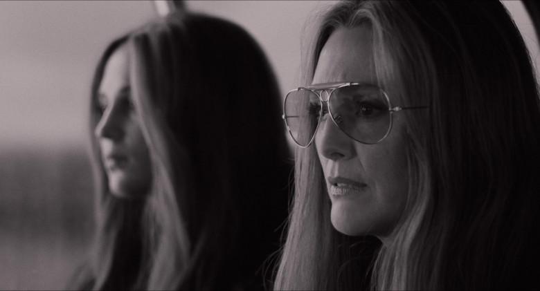 Julianne Moore as Gloria Steinem Wears Ray-Ban Shooter Aviator Design Glasses in The Glorias Movie (3)