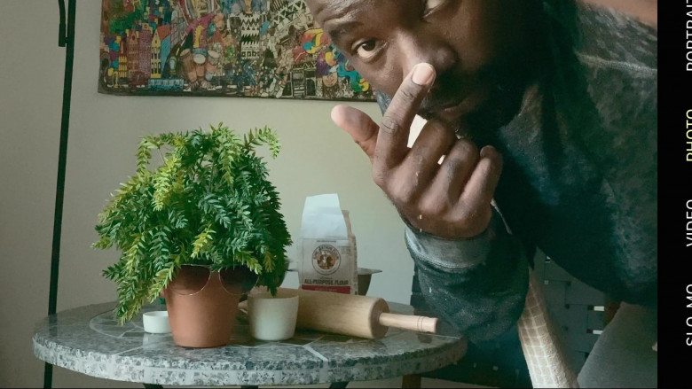 King Arthur Flour of Mike Colter in Social Distance S01E01 (2)