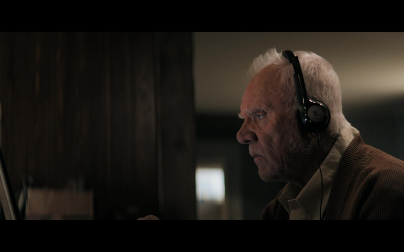 Logitech Headset of Malcolm McDowell as Richard Roberts in Truth Seekers S01E02 (1)