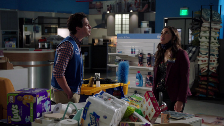 Luvs Diapers and Scott Paper Towels in Superstore S06E01 (2)