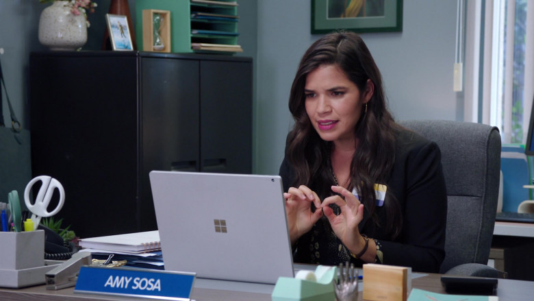 Microsoft Surface Notebook of America Ferrera as Amelia 'Amy' Sosa in Superstore S06E01 TV Series (2)