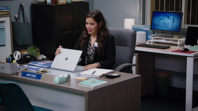 Microsoft Surface Notebook of America Ferrera as Amelia 'Amy' Sosa in Superstore S06E01 TV Series (3)