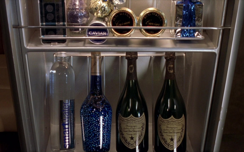 Moët & Chandon Champagne and Smartwater Bottles in The Adventures of Pluto Nash (2002)