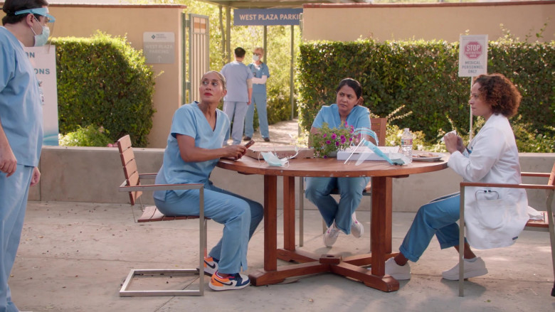 Nike Jordan Sneakers of Tracee Ellis Ross as Rainbow Johnson in Black-ish S07E01