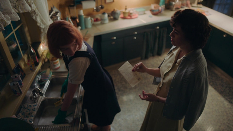 Pabst Blue Ribbon Beer Cans of Marielle Heller as Mrs. Alma in The Queen's Gambit Episode 2 TV Show (2)