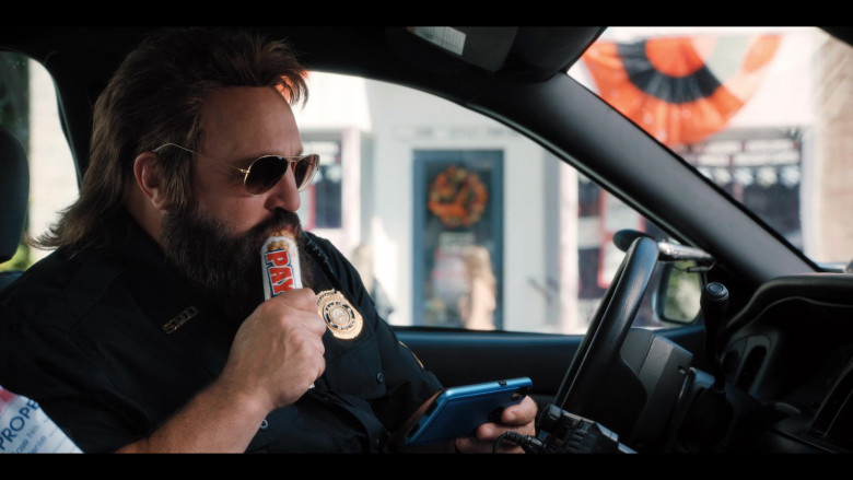 PayDay Candy Bar Enjoyed by Kevin James as Officer Steve Downing in Hubie Halloween Film (1)