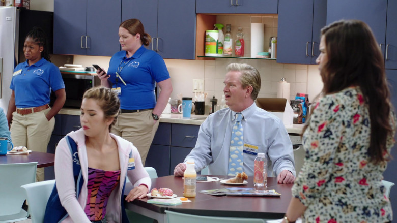 Peets Coffee in Superstore S06E01 Essential (2020)