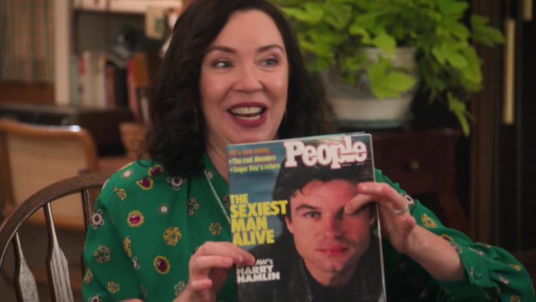 People Magazine in The Goldbergs S08E02 The Prettiest Boy in School (2020)