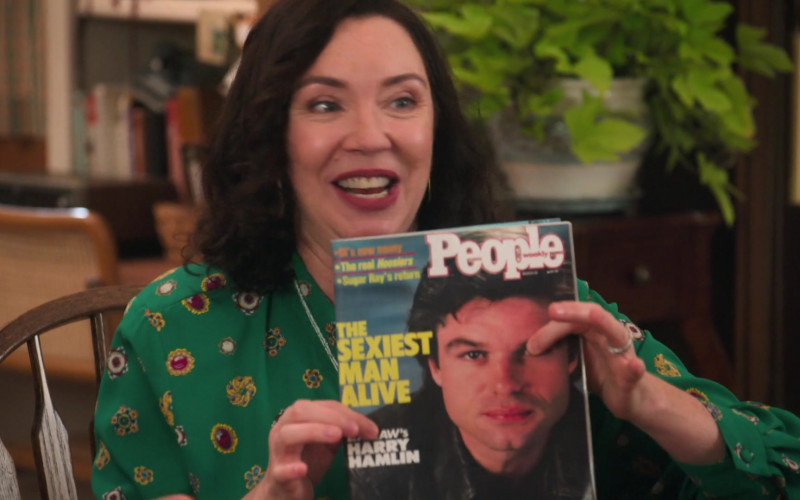 People Magazine in The Goldbergs S08E02 The Prettiest Boy in School (2020)