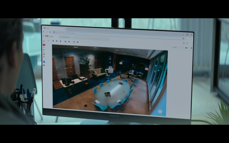 Philips Monitor and Gmail in Truth Seekers S01E07 The Hinckley Boy (2020)