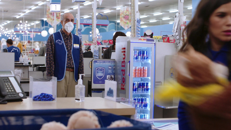 Red Bull Energy Drinks in Superstore S06E01 (2)