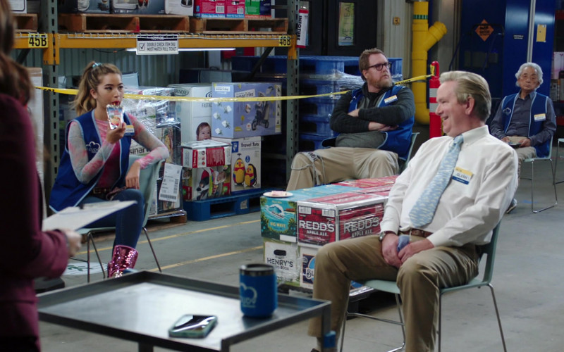 Redd's Apple Ale and Henry's Hard Soda in Superstore S06E01 Essential (2020)