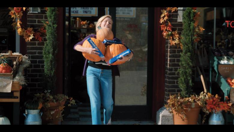 Reynolds Wrap Aluminum Foil Held by Julie Bowen as Violet Valentine in Hubie Halloween (1)