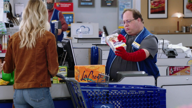 Ronzoni SuperGreens, LaCroix Drinks, Triscuit in Superstore S06E01