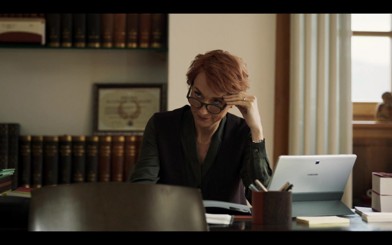Samsung Galaxy White Tablet in Riviera S03E04 (2020)