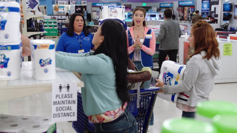 Scott Paper Towels in Superstore S06E01 (1)