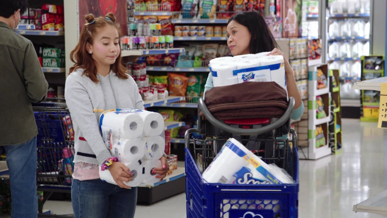 Scott Paper Towels in Superstore S06E01 (2)