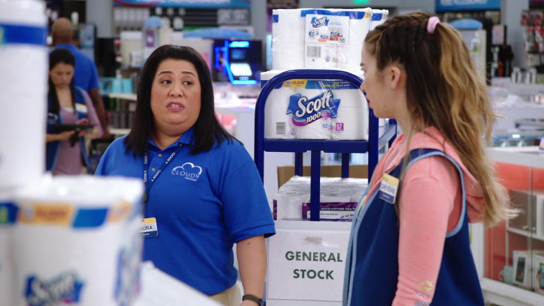 Scott Paper Towels in Superstore S06E01 (3)