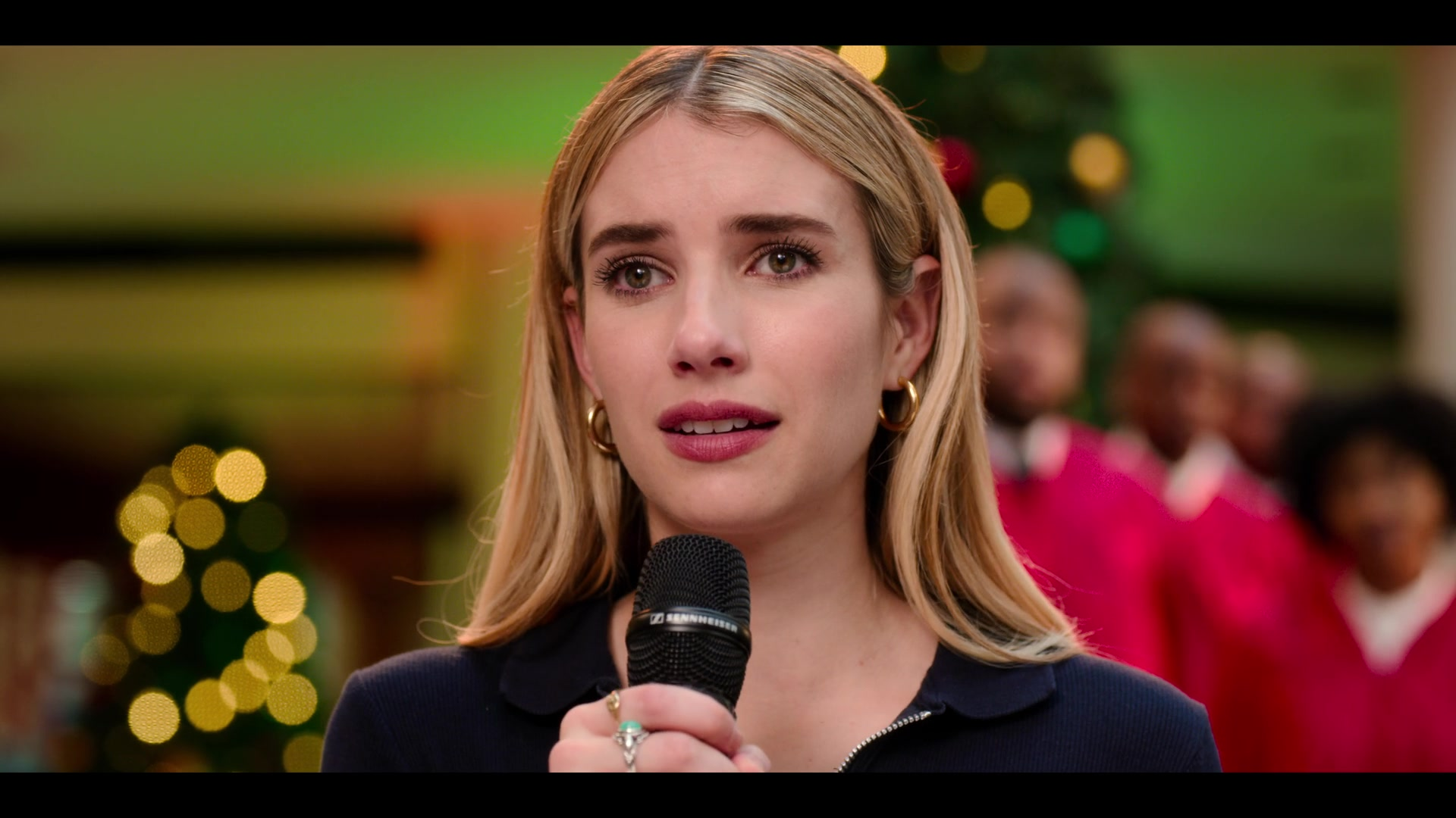 Sennheiser Microphone Used By Emma Roberts As Sloane In Holidate (2020)