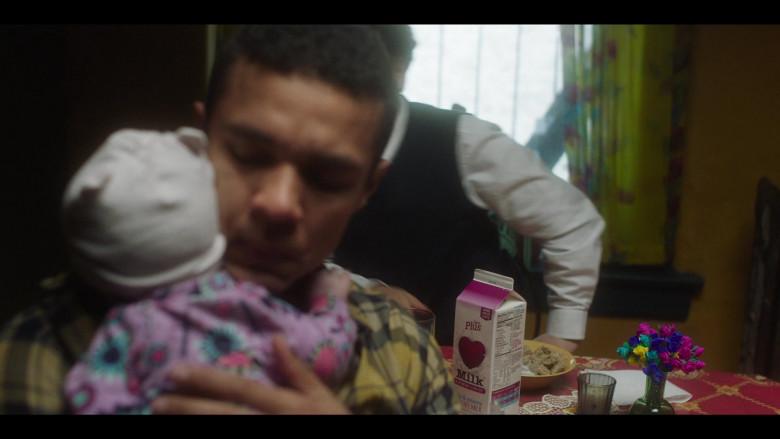 Skim Plus Milk in The Undoing Episode 1 (3)