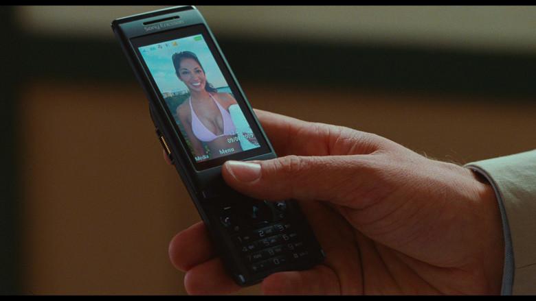 Sony Ericsson Aino Mobile Phone of Justin Timberlake as Scott Delacorte in Bad Teacher (1)