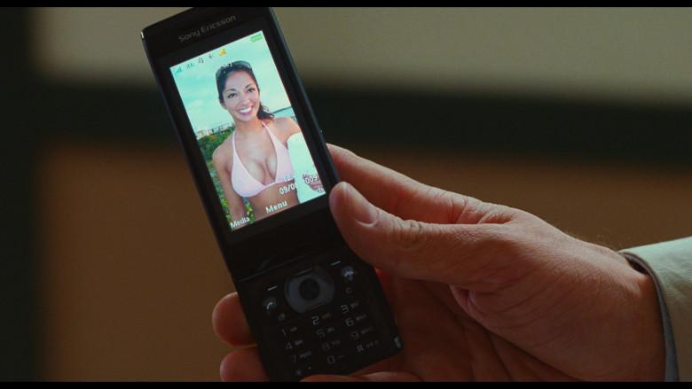 Sony Ericsson Aino Mobile Phone of Justin Timberlake as Scott Delacorte in Bad Teacher (2)