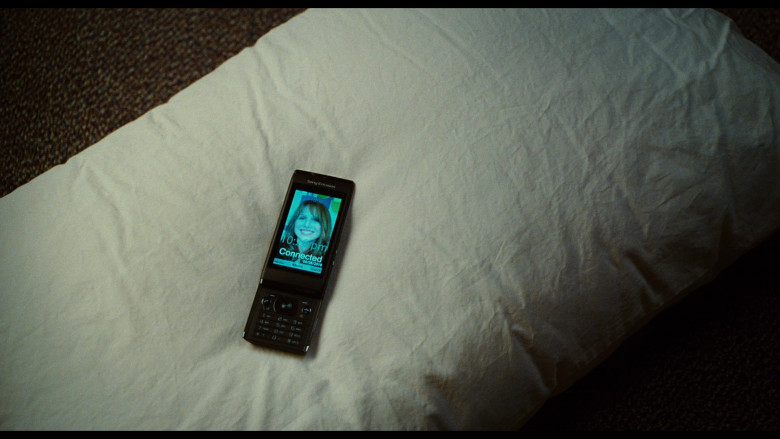 Sony Ericsson Aino Mobile Phone of Justin Timberlake as Scott Delacorte in Bad Teacher (3)