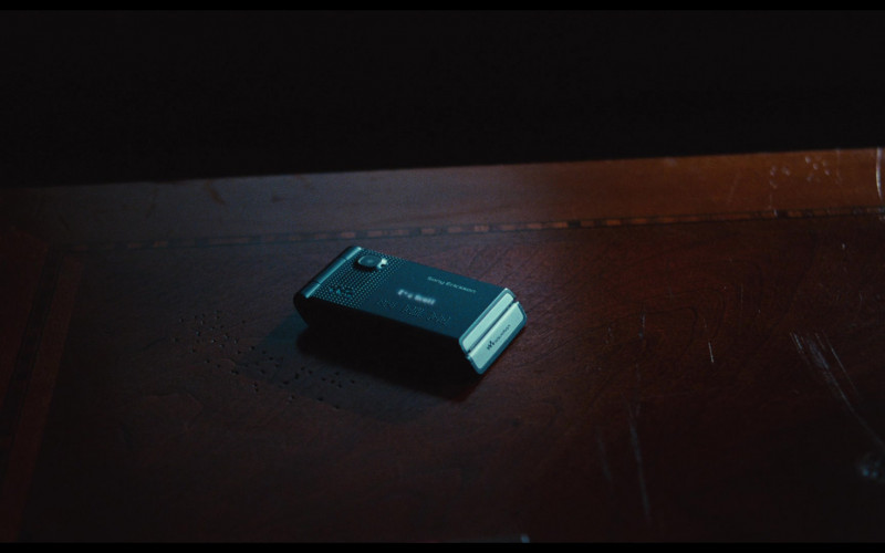 Sony Ericsson W380i Walkman Mobile Phone in Bad Teacher (2011)