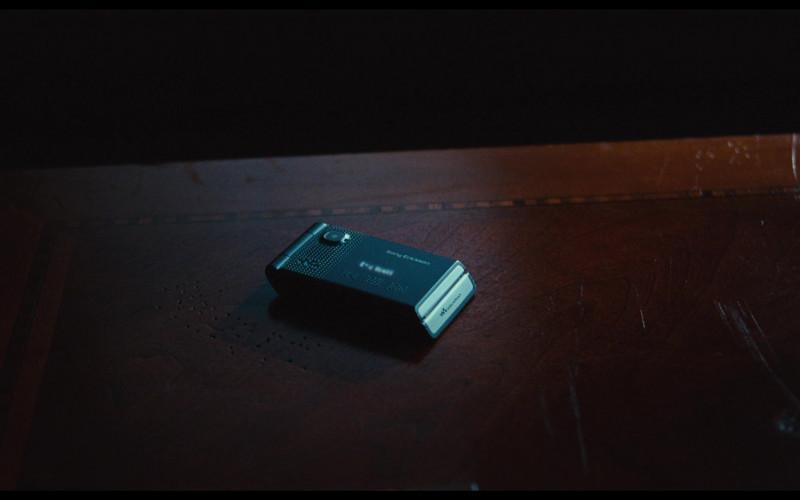 Sony Ericsson W380i Walkman Mobile Phone in Bad Teacher (2011)