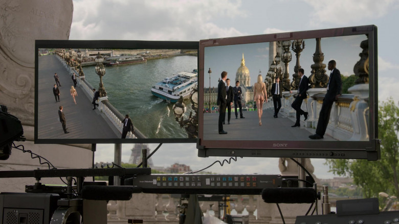 Sony Monitor in Emily in Paris S01E03