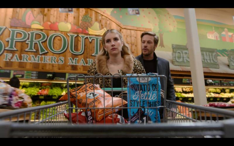 Sprouts Farmers Market Store and Chips of Emma Roberts as Sloane in Holidate (2020)