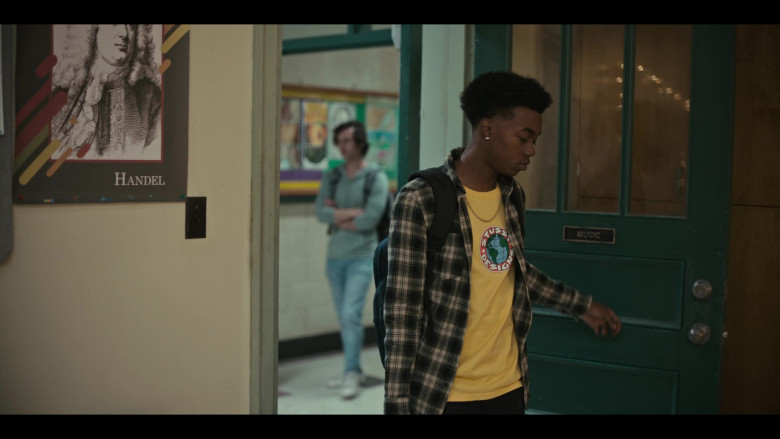 Stussy Designs Yellow T-Shirt Outfit of Maliq Johnson as Jayson Jackson in Grand Army S01E06 TV Show (2)