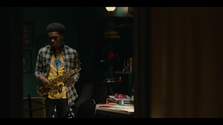 Stussy Designs Yellow T-Shirt Outfit of Maliq Johnson as Jayson Jackson in Grand Army S01E06 TV Show (3)